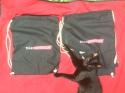Katze mit Vowi-Turnbeuteln