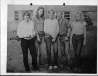23 Foto mit Klassenkameraden 1982